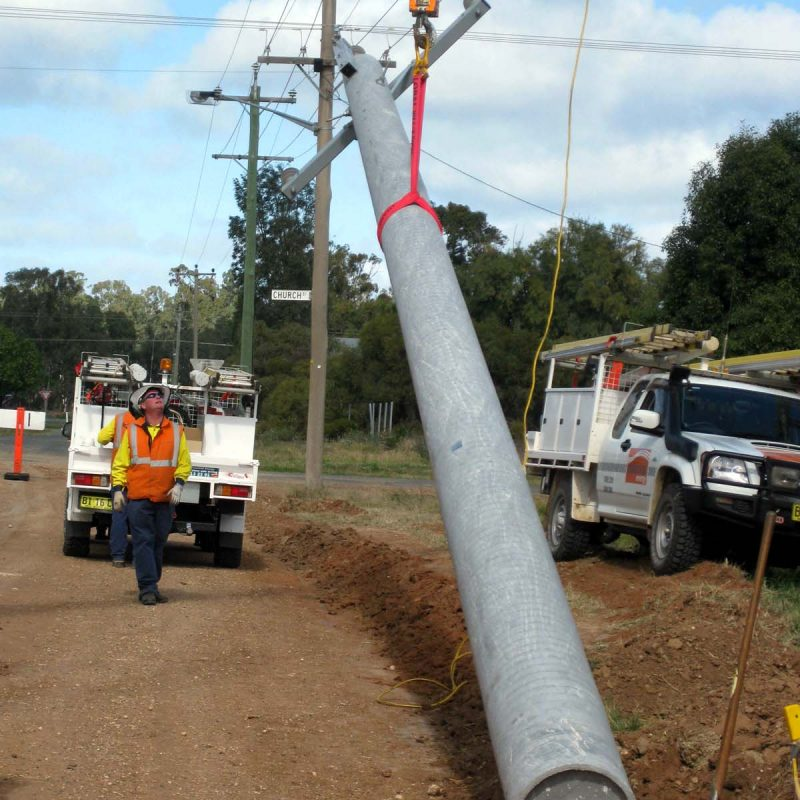 1 Balranald lifting pole into position